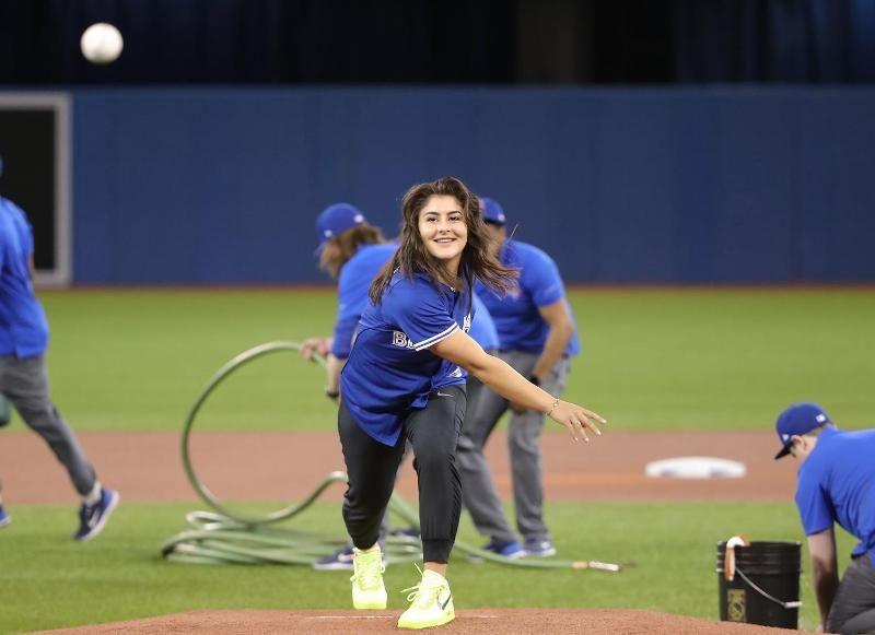 Bianca Andreescu playing Baseball