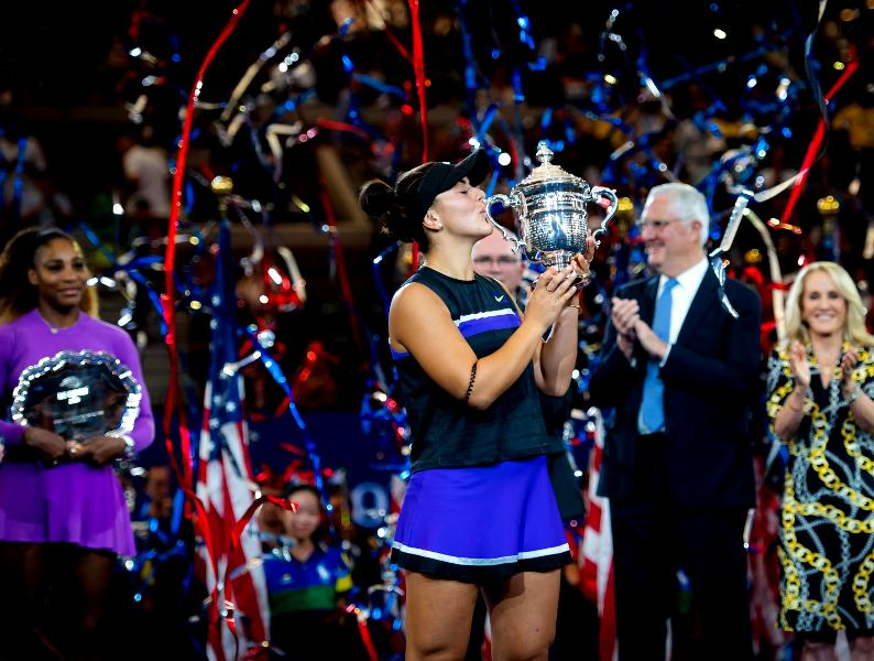 Bianca Andreescu with her US Open Trophy