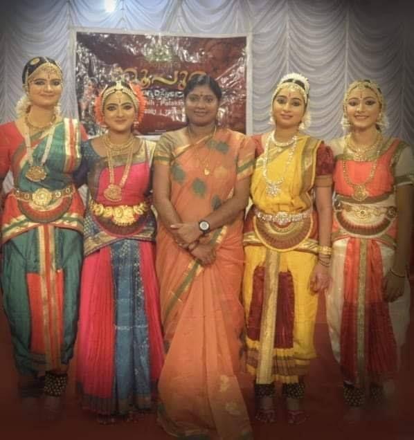 Nandana Varma with her dance group
