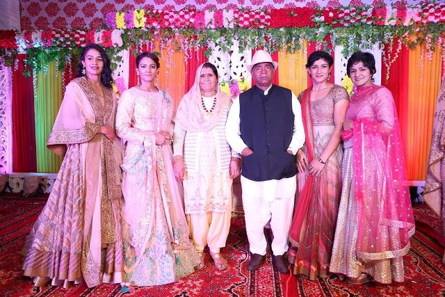 Ritu Phogat with her family
