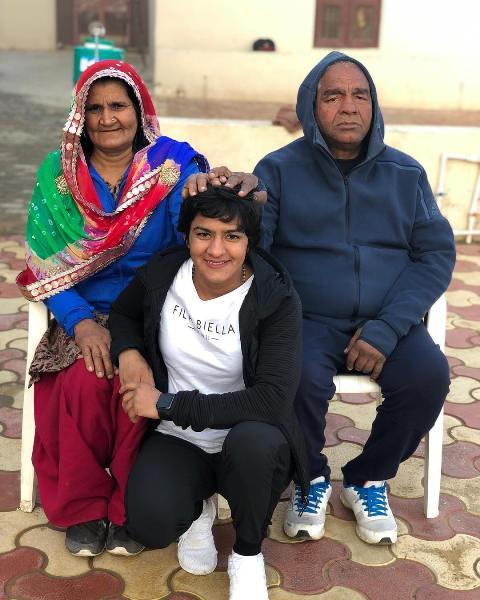 Ritu Phogat with her parents