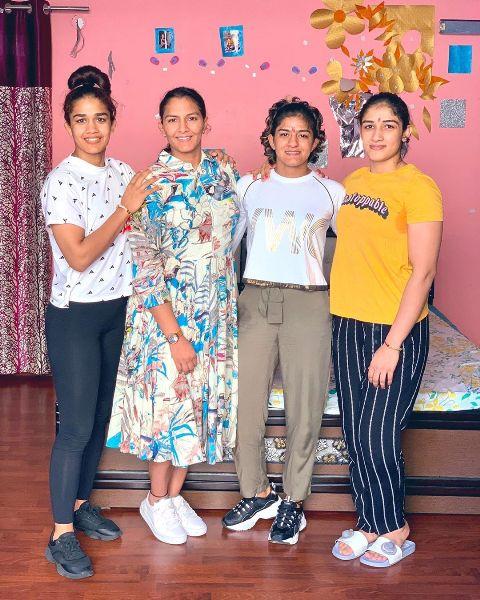 Ritu Phogat with her sisters
