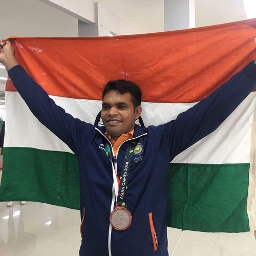 Deepak Kumar wearing his silver medal at the Asian Games 2018