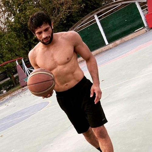 Ravi Kumar Dahiya playing basketball