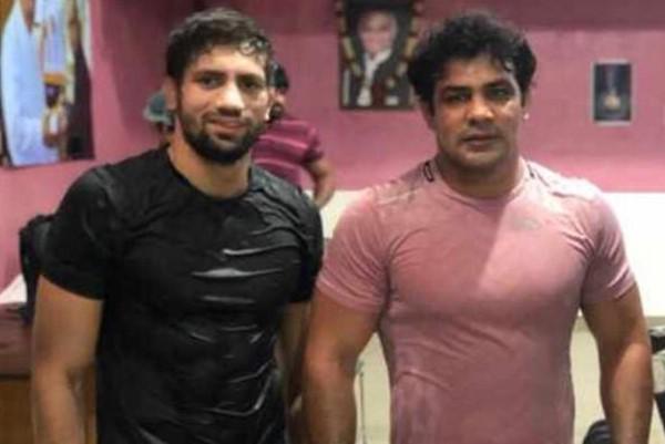 Ravi Kumar Dahiya posing with Sushil Kumar