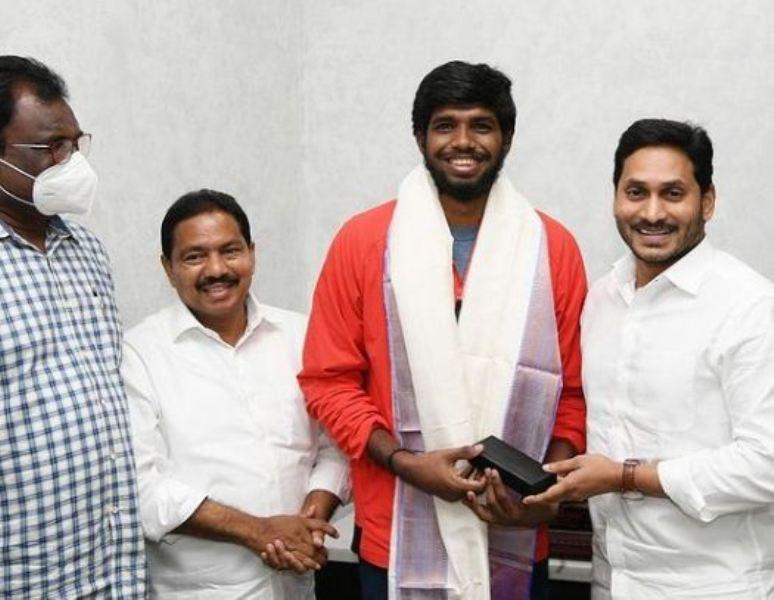 Satwiksairaj Rankireddy was felicitated by the Andhra Pradesh CM
