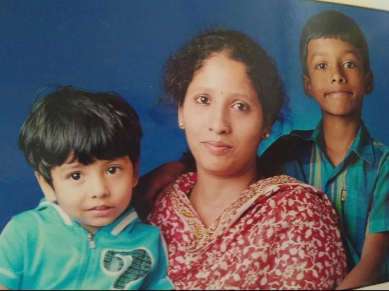 Chirag Shetty's (right) childhood picture with his mother (center) and sister (left).