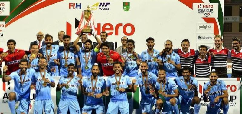 P. R. Sreejesh with his team at the 2013 Asia Cup