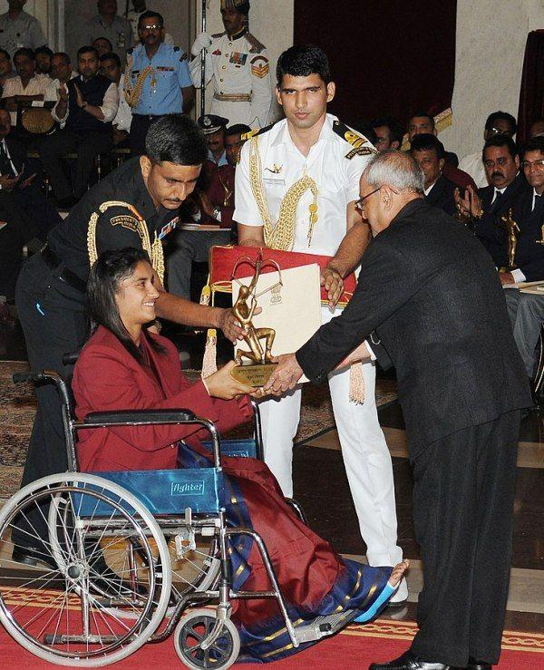 Shri Pranab Mukherjee while presenting the Arjuna Award for the year-2016 to Vinesh for Wrestling, in a glittering ceremony, at Rashtrapati Bhavan, in New Delhi