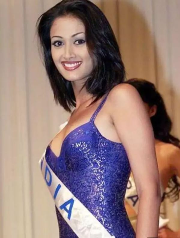 Gayatri in the Femina Miss India competition in 1999